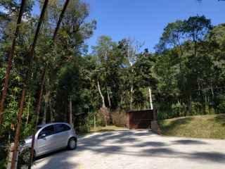 1584017517-estacionamento-parada-da-pipa-chales.jpg