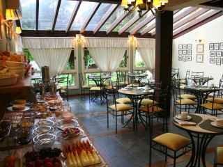 1592861049-pousada-em-gramado-rs-salao-cafe-da-manha-1.jpg