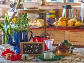 1620484525-pousada-na-praia-do-rosa-com-cafe-da-manha-3.jpg