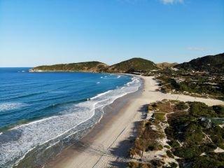1622757697-pousada-praia-do-rosa-sc-centro-2.JPG